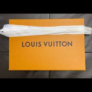 ⚡️Authentic Louis Vuitton Medium box with Ribbon⚡️